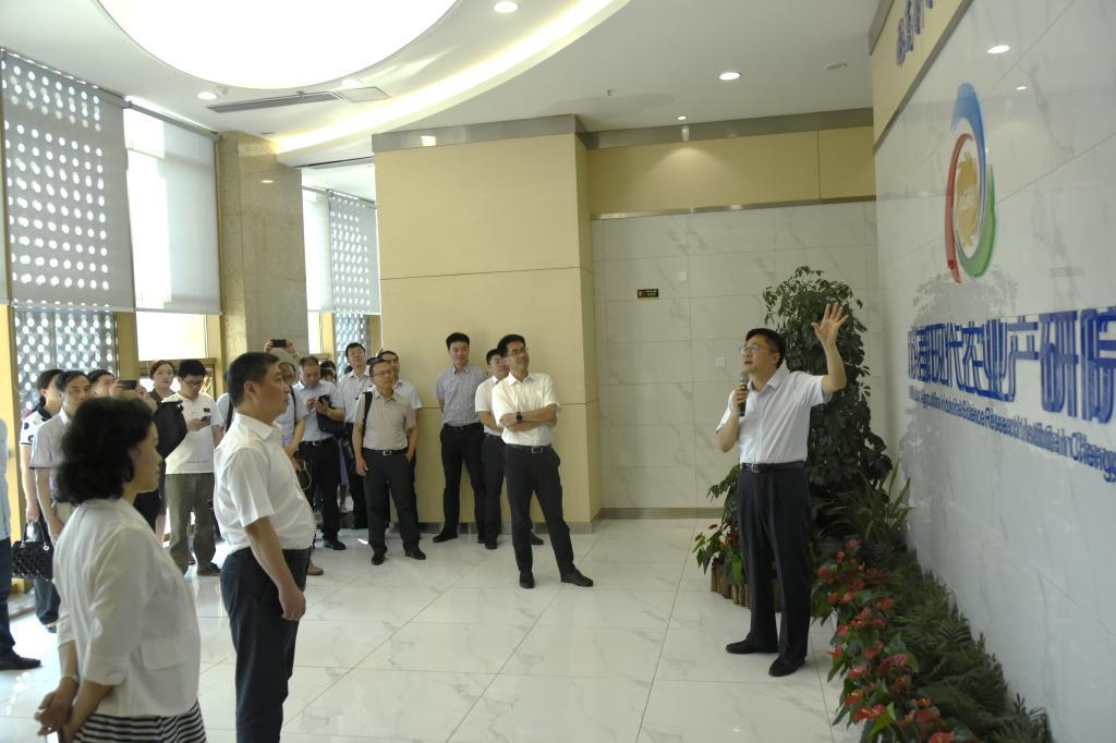 在蓉高校统战工作联席会议参会代表调研产研院