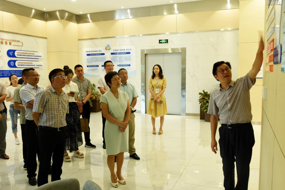 资阳市副市长周月霞一行到产研院考察交流新型产研院建设