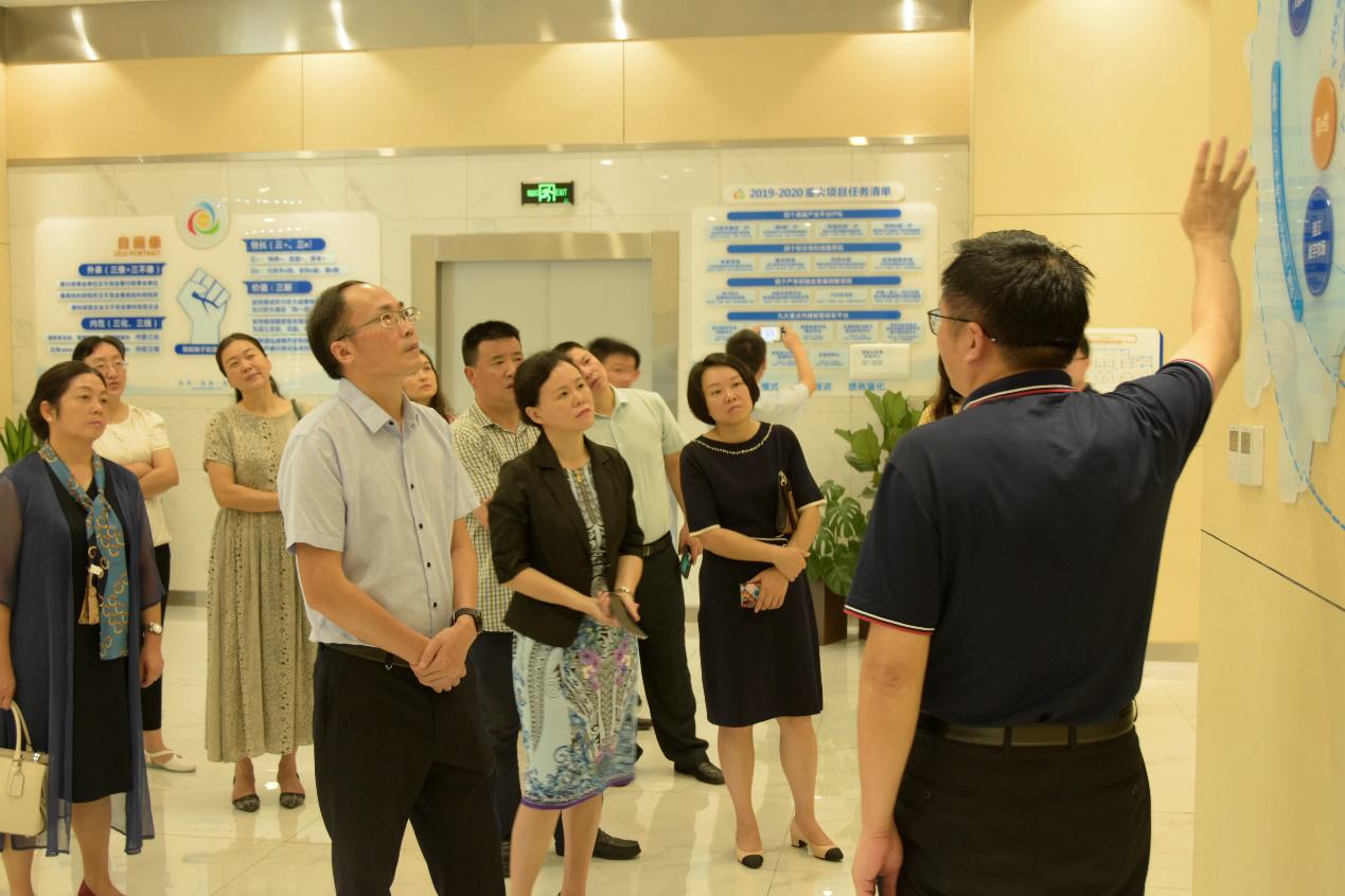 重庆市巴南区区委常委、统战部部长胡百中一行 莅临产研院调研