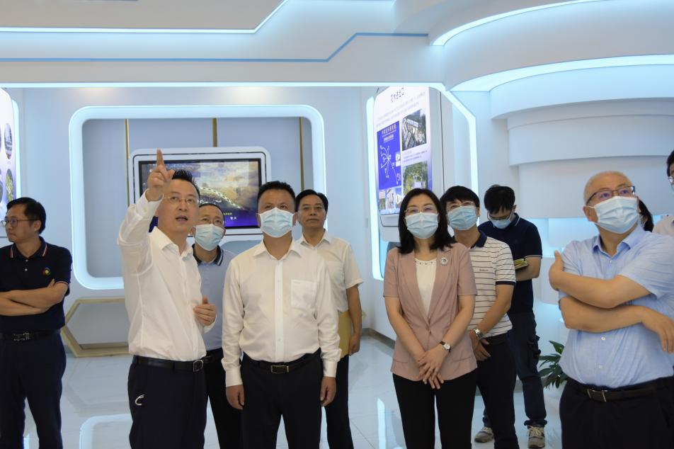 科技厅党组书记吴群刚调研成都现代农业产研院