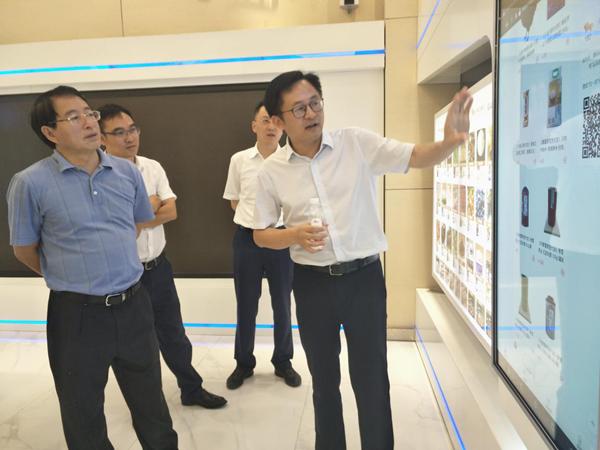 科技部农村中心主任邓小明一行调研产研院